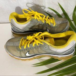 Nike air max women's running shoe size 9